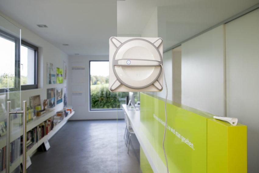 robot nettoyeur de vitres ecovacs 930